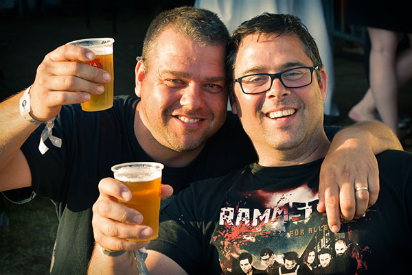 Socializing-In-Pubs-Boosts-Mens-Mental-Health